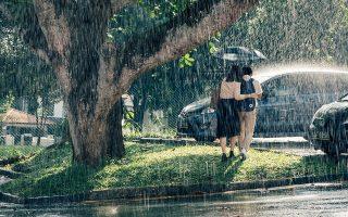 Αισθητικά το φιλμ εκπέμπει μια σχεδόν υπνωτιστική μελαγχολία, την οποία ενισχύει και η βροχή που πέφτει αδιάκοπα σε όλη τη διάρκεια.