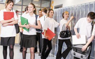 Το μαθησιακό χάσμα μεταξύ εύπορων και φτωχών μαθητών διευρύνθηκε σχεδόν κατά το ήμισυ, σύμφωνα με βρετανική έρευνα για την εκπαίδευση.