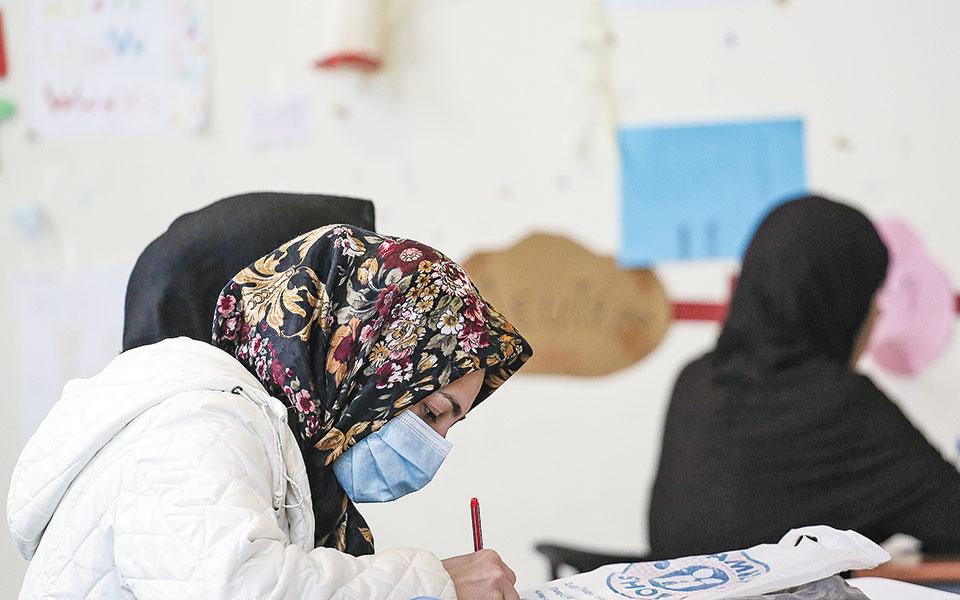 Εφόσον επιτύχουν στις εξετάσεις για την πιστοποίηση των γνώσεών τους, δηλαδή καταφέρουν να συγκεντρώσουν το 80% της μέγιστης δυνατής βαθμολογίας, οι αλλοδαποί αποκτούν «Πιστοποιητικό επάρκειας γνώσεων για πολιτογράφηση» και έχουν δικαίωμα να καταθέσουν αίτηση πολιτογράφησης.