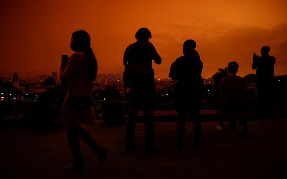 Πυρκαγιές: Πορτοκαλί «ομίχλη» κάλυψε το Σαν Φρανσίσκο (βίντεο)