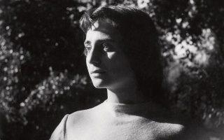 Η Γκολιάρντα Σαπιέντζα, όταν έπαιζε σε ταινίες του Λουκίνο Βισκόντι και του Λουίτζι Κομεντσίνι, προτού γράψει την «Τέχνη της χαράς».