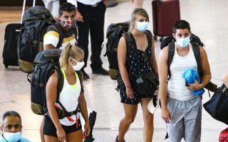 Μεγάλη πτώση εμφανίζουν οι αφίξεις επιβατών στα ελληνικά αεροδρόμια κατά τον Αύγουστο. Σύμφωνα με τα πρώτα διαθέσιμα στοιχεία που συγκέντρωσε η «Κ», στο αεροδρόμιο της Αθήνας η μείωση, σε σύγκριση με τον αντίστοιχο μήνα του 2019, είναι της τάξης του 60%.