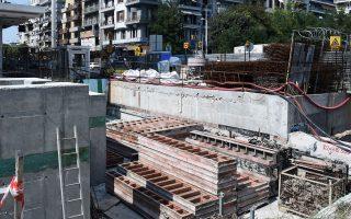 thessaloniki-nekros-meta-apo-ptosi-ergazomenos-toy-metro-561072142