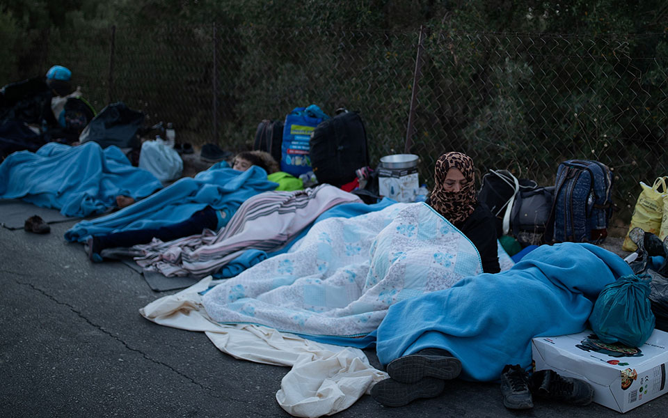 Refugees and migrants sleep on a road following a fire at the Moria camp on the island of Lesbos, Greece, September 10, 2020. REUTERS/Alkis Konstantinidis