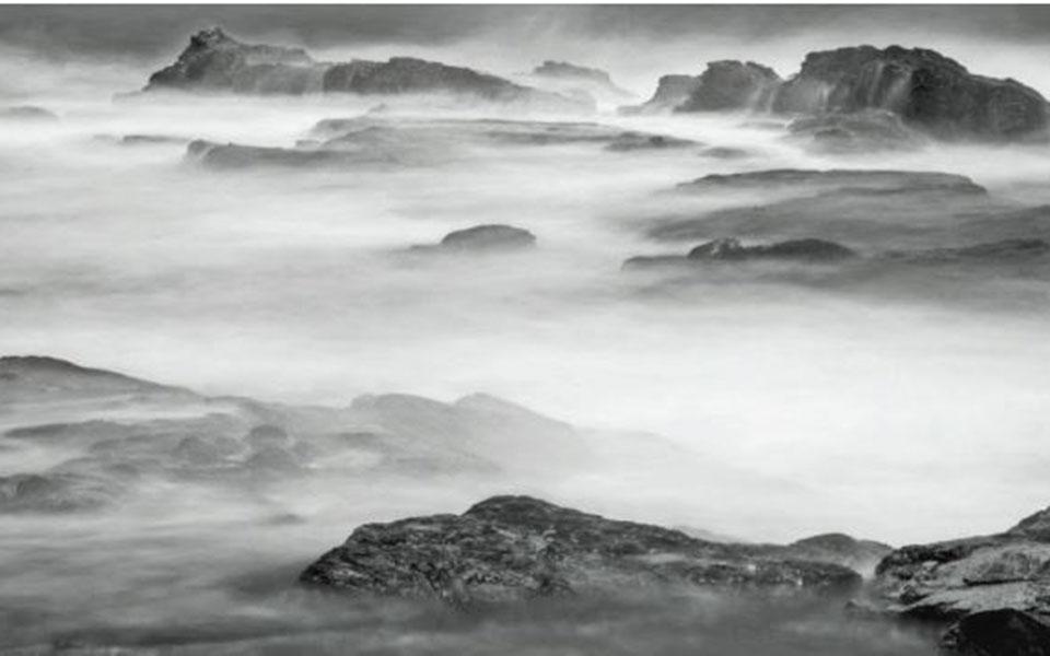 Η Ελλη Οικονομίδη πραγματοποιεί στην «Γκαλερί 7» την πρώτη της ατομική έκθεση φωτογραφίας με τον τίτλο «Seascapes». Οι φωτογραφίες της έκθεσης κυκλοφορούν και σε δίγλωσσο λεύκωμα από τις εκδόσεις Αγρα με τον ίδιο τίτλο. Διάρκεια έκθεσης: έως 10 Οκτωβρίου. Σόλωνος 20 και Βουκουρεστίου.