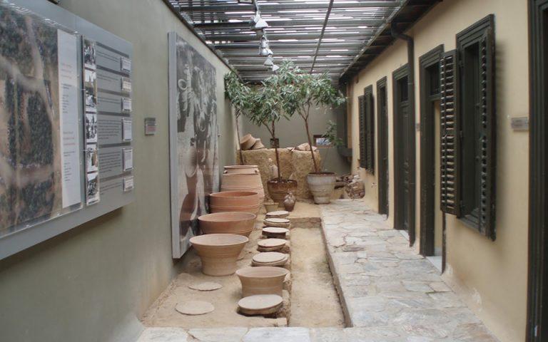 i-athina-archizei-epiteloys-na-agapa-ti-sygchroni-keramiki-561096874