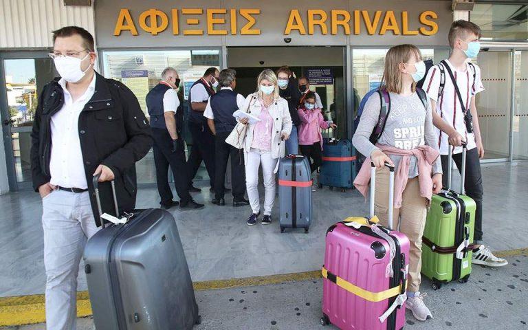 Αδειάζει η Κρήτη από Βρετανούς τουρίστες μετά την απόφαση για καραντίνα