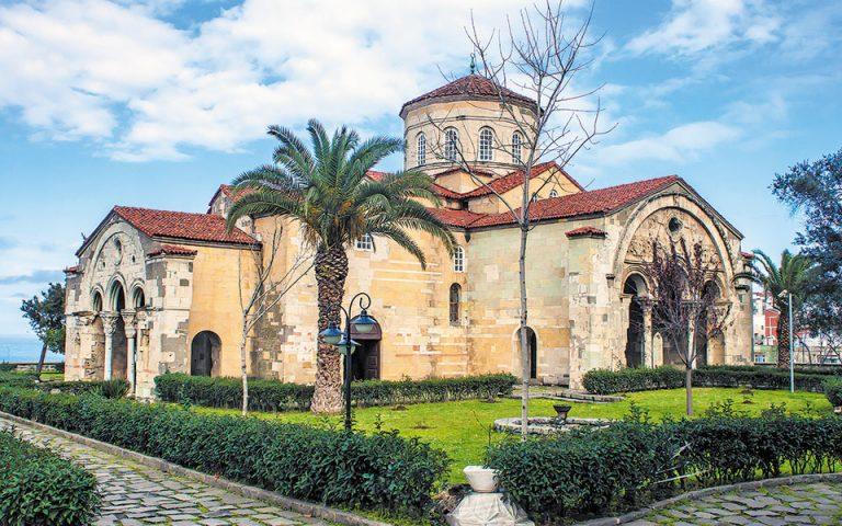 O ναός Αγίας Σοφίας στην Τραπεζούντα, ένα από τα ωραιότερα μνημεία της εκκλησιαστικής βυζαντινής αρχιτεκτονικής και τοιχογραφίας του 13ου αιώνα. Φωτ. SHUTTERSTOCK