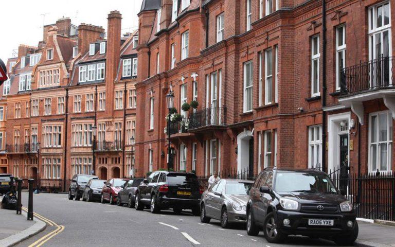 Βρετανία: Τι οδήγησε σε επίπεδα ρεκόρ τις τιμές κατοικίας