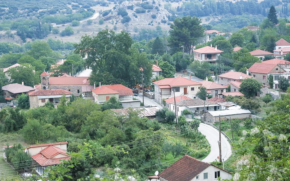 Η εκτός σχεδίου δόμηση είχε περιληφθεί για πρώτη φορά σε νομοθετήματα της εποχής του Μεσοπολέμου, και από τότε υπονομεύει τον ελληνικό πολεοδομικό και χωροταξικό σχεδιασμό. Φωτ. ΙΝΤΙΜΕ ΝΕWS