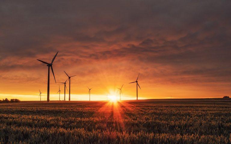 BloombergNEF: Επενδύσεις 11 τρισ. δολ. στην πράσινη ενέργεια έως το 2050