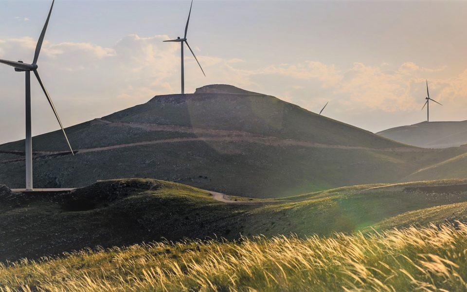 symmachia-ellaktor-edp-renewables-gia-tin-anaptyxi-aiolikon-parkon0