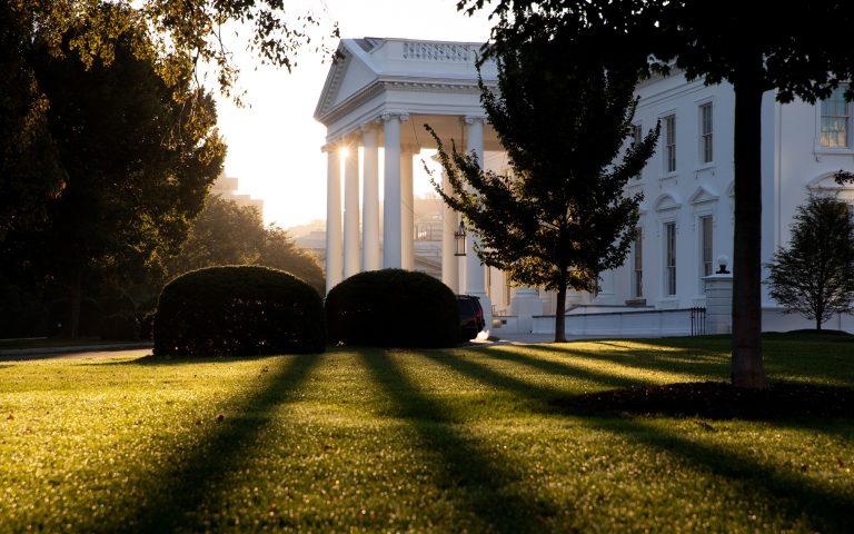 Φάουτσι: Οι μολύνσεις στον Λευκό Οίκο μπορούσαν να είχαν προληφθεί