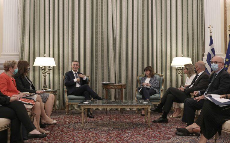 Κ. Σακελλαροπούλου σε γ.γ. ΝΑΤΟ: Το μήνυμα στην Άγκυρα να είναι σαφές