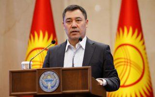 kirgistan-o-ypiresiakos-proedros-mporei-na-epidioxei-pliri-thiteia0