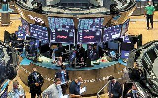Αργά χθες το βράδυ οι δείκτες στη Wall Street σημείωναν άνοδο λόγω προσδοκιών για νέο πακέτο στήριξης.
