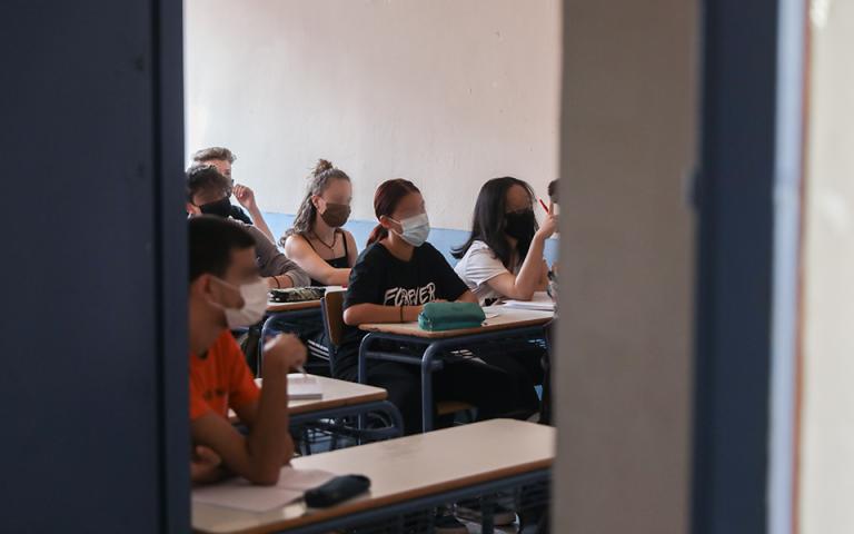 Υποχρεωτική η μάσκα για τους μαθητές και στα διαλείμματα στις «κόκκινες» και «πορτοκαλί» περιοχές