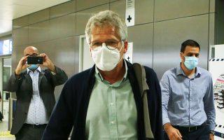 Ο 68χρονος Ρουμάνος τεχνικός έφτασε στην Αθήνα ξημερώματα της Δευτέρας και υπέγραψε το πρωί διετές συμβόλαιο με ετήσιες αποδοχές περίπου 400.000 ευρώ συν μπόνους επίτευξης στόχων (φωτ. ΙΝΤΙΜΕNEWS).