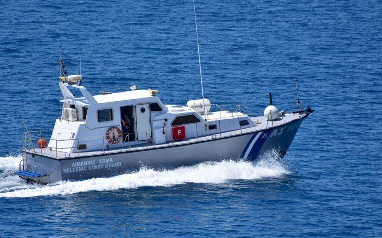 Aκυβέρνητο σκάφος με πρόσφυγες και μετανάστες ανοιχτά της Κρήτης