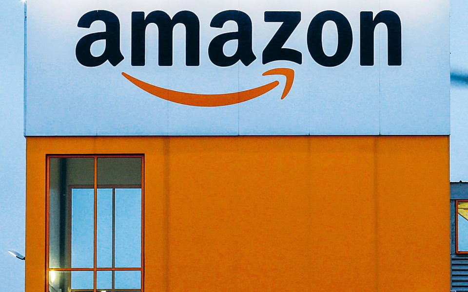 Η Amazon συνέχισε να διατηρεί τα ηνία στον κλάδο του ηλεκτρονικού εμπορίου κατά τη διάρκεια της πανδη-μίας του κορωνοϊού, με τα έσοδά της να αυξάνονται κατά 37%.