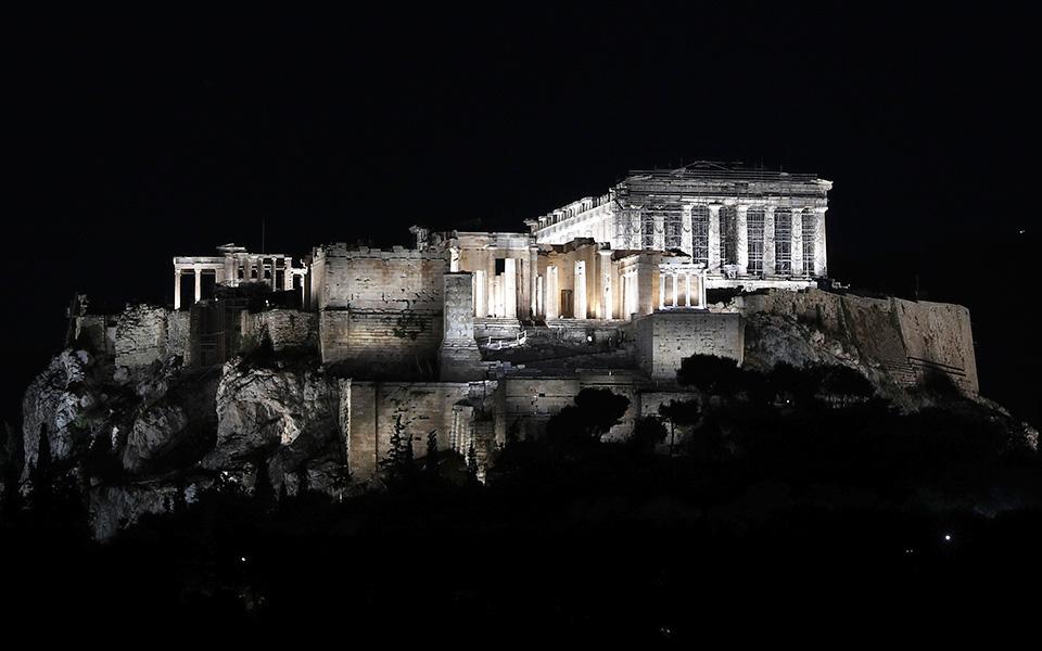 Ακρόπολη: Νέος φωτισμός, πολλές συζητήσεις   Η ΚΑΘΗΜΕΡΙΝΗ