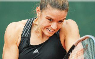 Η Μαρία Σάκκαρη νίκησε την Καμίλα Ραχίμοβα με 2-0 (7-6, 6-2) και σήμερα τη... σκυτάλη παίρνει ο Στέφανος Τσιτσιπάς.