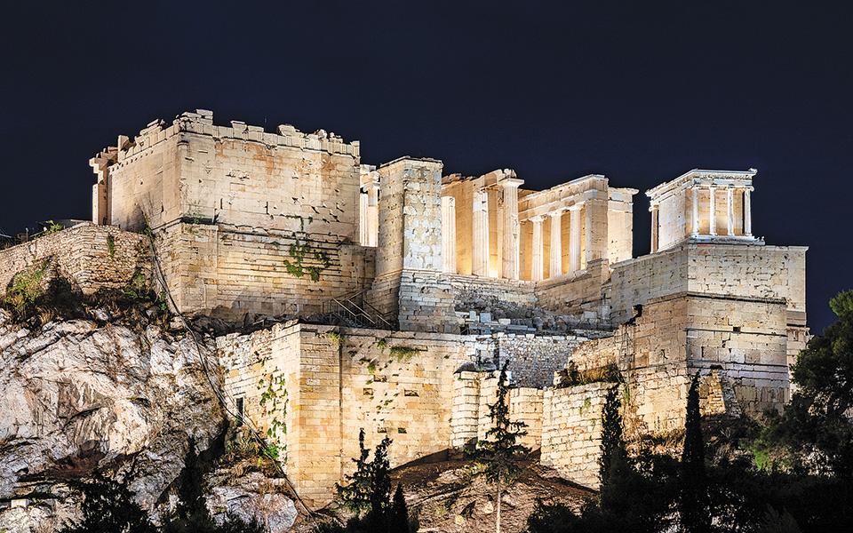 akropoli-neos-fotismos-polles-syzitiseis1
