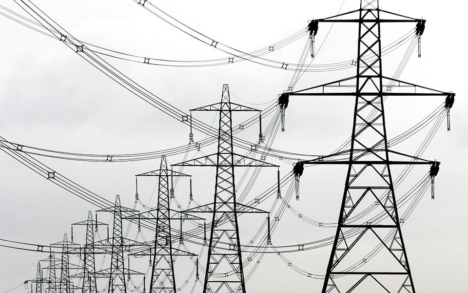 Οι εκπρόσωποι του ΣΕΒ έθεσαν το ζήτημα της μείωσης του ενεργειακού κόστους ως κατεπείγον για τη βιομηχανία και κάλεσαν τον υπουργό να αναλάβει πρωτοβουλίες για τον περιορισμό του.