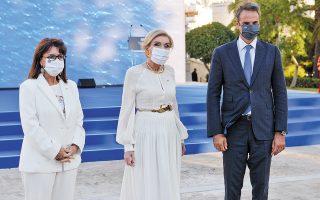 Η κ. Σακελλαροπούλου, η κ. Βαρδινογιάννη και ο κ. Μητσοτάκης (φωτ. INTIME NEWS).