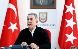«Η Ελλάδα παραβιάζει διεθνείς συνθήκες που προβλέπουν την αποστρατιωτικοποίηση των νησιών, όπως στο νησί Καστελλόριζο που ενώ βρίσκεται σε απόσταση μόλις 2 χιλιομέτρων από την Τουρκία, απέστειλε στρατιώτες εκεί», υποστήριξε χθες ο Τούρκος υπουργός Εθνικής Αμυνας Χουλουσί Ακάρ (φωτ. A.P.).