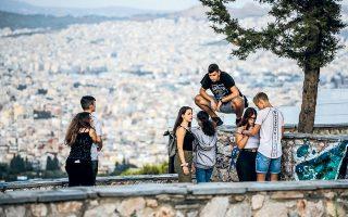 Η ντόπια νεολαία μαζεύεται στην κορυφή του Προφήτη Ηλία, η οποία εποπτεύει ολόκληρη την Αθήνα.
