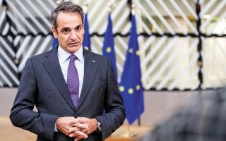 «Yπάρχει εντονότατη ανησυχία από όλους πώς θα κρατήσουμε ανοικτές τις οικονομίες μας περιορίζοντας τον ιό», τόνισε χθες, από τις Βρυξέλλες, ο πρωθυπουργός Κυρ. Μητσοτάκης (φωτ. ΑΠΕ-ΜΠΕ/consilium.europa.eu/Zucchi-Enzo).