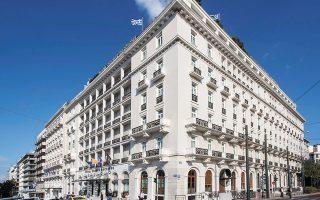 Το ξενοδοχείο «Μεγάλη Βρεταννία» εμφάνισε στο πρώτο εξάμηνο μείωση πωλήσεων 75,25% σε σχέση με την αντίστοιχη περυσινή περίοδο, ενώ το ξενοδοχείο King George μείωση 75,02%.