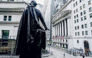 Η Νέα Υόρκη επλήγη σφοδρότατα από τον κορωνοϊό την άνοιξη, ενώ κάποιες περιοχές του Μανχάταν παραπέμπουν ακόμη σε πόλη-φάντασμα (φωτ. REUTERS).