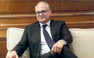 O υπουργός Οικονομικών Ρομπέρτο Γκουαλτιέρι έχει δεσμευθεί πως θα παρουσιάσει έναν «σημαντικό» μακροπρόθεσμο στόχο για τη μείωση του δυσβάστακτου χρέους, το οποίο θα φτάσει το 151,5% το 2023.
