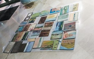 «Διασωθέντα» ζωγραφικά έργα από τη Δημοτική Πινακοθήκη της Καρδίτσας.
