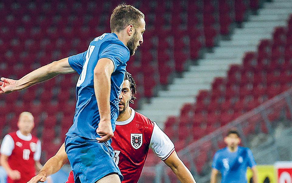 Η Εθνική διεκδικεί τη δεύτερη ευκαιρία της μέσω του Nations League για παρουσία στα γήπεδα του Κατάρ για το Παγκόσμιο Κύπελλο του 2022 και δεν έχει περιθώριο απωλειών με ομάδες όπως το Κόσοβο και η Μολδαβία. Στην Αυστρία πήρε ένα καλό μάθημα και αύριο καλείται να αποδείξει αν το έμαθε (φωτ. INTIMENEWS).