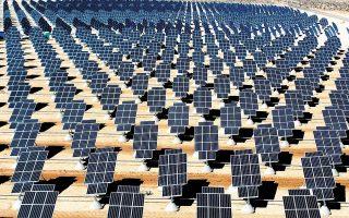 Το συγκεκριμένο πάρκο θα παράγει ενέργεια 350 GWh ετησίως, ικανή να εξασφαλίσει την παροχή καθαρής ενέργειας μηδενικών εκπομπών για τουλάχιστον 75.000 νοικοκυριά, με ετήσιο όφελος σε επίπεδο εκπομπών διοξειδίου του άνθρακα 320.000 τόνων, που αντιστοιχεί σε 1,1 εκατ. στρέμματα δάσους (φωτ. EPA).
