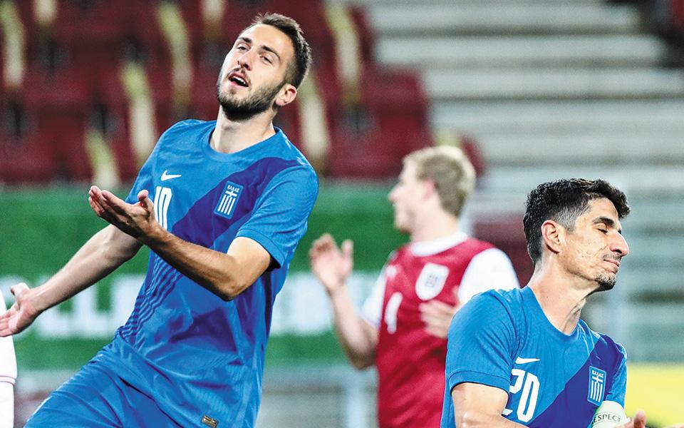 Η Εθνική προηγήθηκε στο 63΄ με τον Φορτούνη (10), όμως δέχθηκε δύο γκολ στο 77΄ και στο 80΄ από την Αυστρία, η οποία επικράτησε με 2-1 (φωτ. ΙNTIME NEWS).