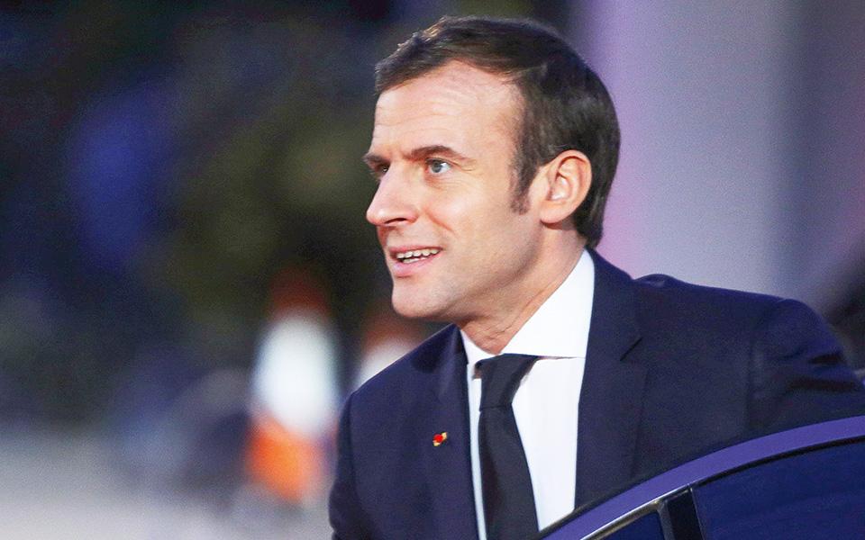 Η κυβέρνηση Μακρόν επιχειρεί να καταργήσει, με νόμο, την ύπαρξη παράλληλων κοινωνιών επί γαλλικού εδάφους, στοχεύοντας κυρίως σε κάποια τμήματα του μουσουλμανικού πληθυσμού της Γαλλίας.