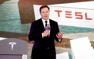 O Ελον Μασκ (φωτ.), ιδρυτής της Tesla, είδε φέτος τον πλούτο του να αυξάνεται κατά 76 δισ. δολάρια, ενώ ο Τζεφ Μπέζος, επικεφαλής της Amazon, έγινε πλουσιότερος κατά 74 δισ. δολάρια.