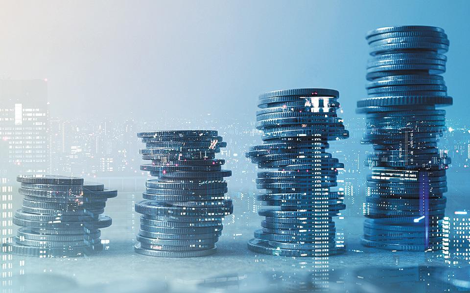 Η μειωμένη δόση θα ισχύσει για τρεις, έξι ή ακόμη και 12 μήνες, με σταδιακή στη συνέχεια επαναφορά στα προ COVID επίπεδα, ενώ για τα επιχειρηματικά δάνεια εξετάζεται η επέκταση του μέτρου καταβολής μόνο  τόκων για όλο το 2021.