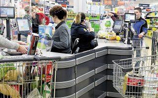 Πρόκειται για την υψηλότερη ποσοστιαία αύξηση πωλήσεων από τα μέσα Μαΐου, περίοδο μετά το lockdown, γεγονός που συνδέεται άμεσα με την αβεβαιότητα που προκαλεί στο καταναλωτικό κοινό η εκθετική αύξηση των κρουσμάτων (φωτ. ΑΠΕ).