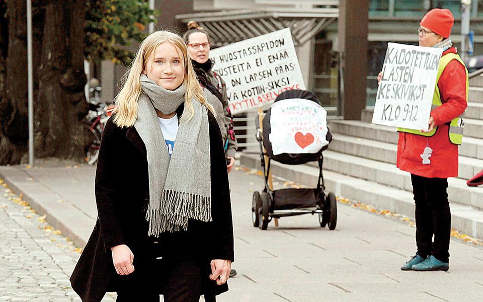 Η πρωτοβουλία για προσωρινή ανάδειξη νέας γυναίκας στην πρωθυπουργία αποτελεί μέρος παγκόσμιας εκστρατείας με τίτλο «Τα κορίτσια αναλαμβάνουν τα ηνία». Στη φωτογραφία η Οβα Μέρτο (φωτ. Α.Ρ.).