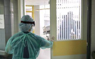 Χθες, καταγράφηκαν έξι νέοι θάνατοι, ενώ 91 ασθενείς νοσηλεύονταν διασωληνωμένοι σε μονάδες εντατικής θεραπείας.