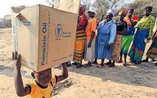 Το πρόγραμμα πέτυχε φέτος να διοργανώσει την αποτελεσματική αποστολή ανθρωπιστικής βοήθειας σε τουλάχιστον 130 χώρες (φωτ. A.P.).