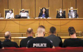 Ομόφωνη ήταν η απόφαση του δικαστηρίου, που απέδωσε την κατηγορία της εγκληματικής οργάνωσης στον πολιτικό πυρήνα της Χ.Α., καθώς πέραν της προέδρου της δίκης, Μαρίας Λεπενιώτη, την απόφαση στήριξαν οι δικαστές Ανδρέας Ντόκος και Γεσθημανή Τσουλφόγλου. (Φωτ. INTIME NEWS)
