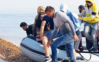 Φέτος οι αφίξεις μεταναστών στη Βρετανία τετραπλασιάστηκαν, αγγίζοντας τις επτά χιλιάδες (φωτ. A.P.).