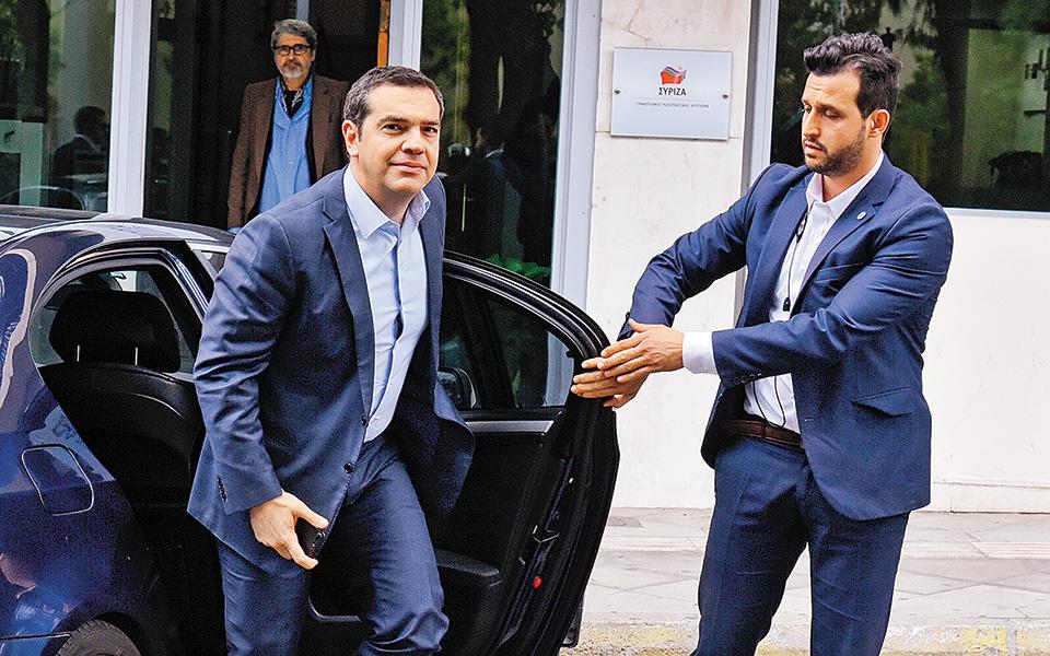 Σύσκεψη υπό τον Αλ. Τσίπρα με τους αρμόδιους τομεάρχες και τους πρώην αρχηγούς των Ε.Δ. πραγματοποιήθηκε χθες στην Κουμουνδούρου (φωτ. INTIME NEWS).