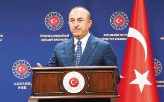 """«Μιλάτε για τα """"κυριαρχικά δικαιώματα της Κύπρου"""". Γιατί δεν μιλάτε για τα κυριαρχικά δικαιώματα των Τουρκοκυπρίων;», είπε ο Μεβλούτ Τσαβούσογλου απευθυνόμενος στη Σουηδή ομόλογό του Αν Λίντε, κατά τη χθεσινή κοινή συνέντευξη Τύπου (φωτ. EPA/TURKISH FOREIGN MINISTRY)."""